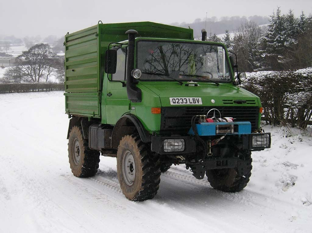 Unimog in the Snow (1)