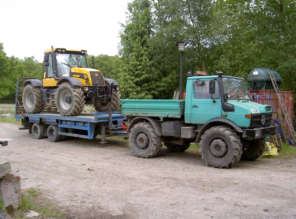 31 Year Old Mog Tows Young Fastrac - Priceless!!
