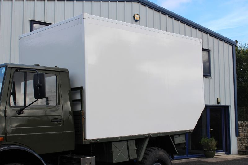 DEMOUNTABLE INSULATED CAMPER BODY