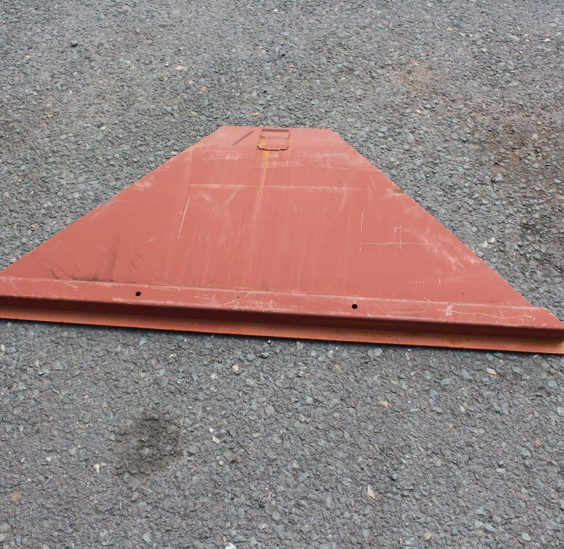 FRONT PART OF REMOVABLE TRIANGULAR FLOOR SECTION
