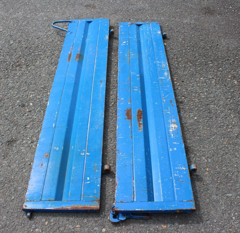 PAIR USED SIDES 1200-1600