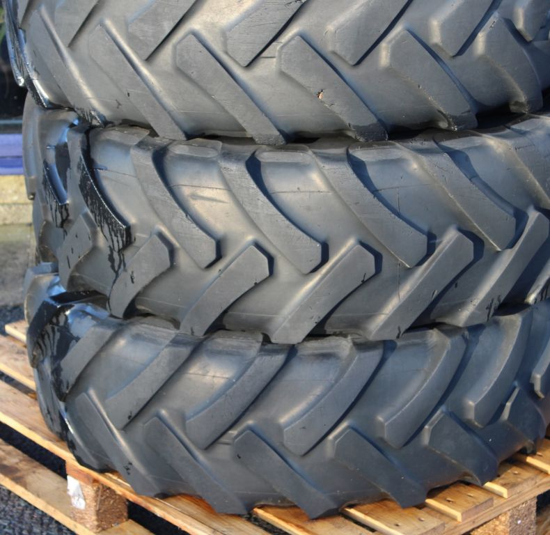 x4 used Continental 335/80R20 tyres